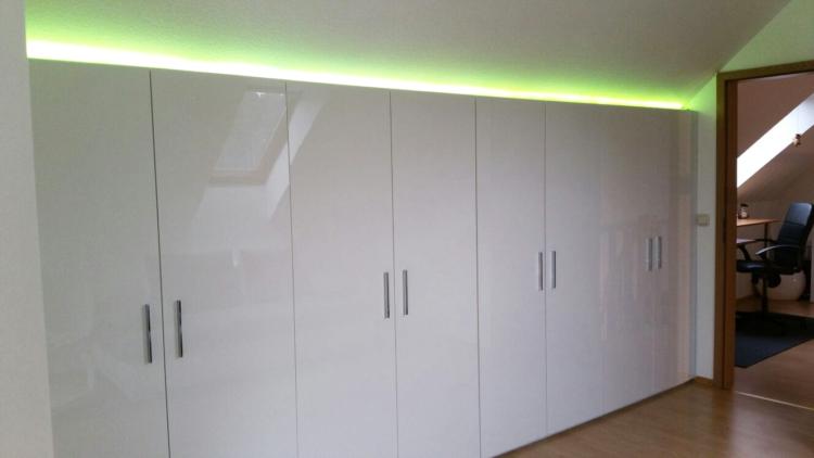 Einbauschrank Wohnzimmer mit Licht