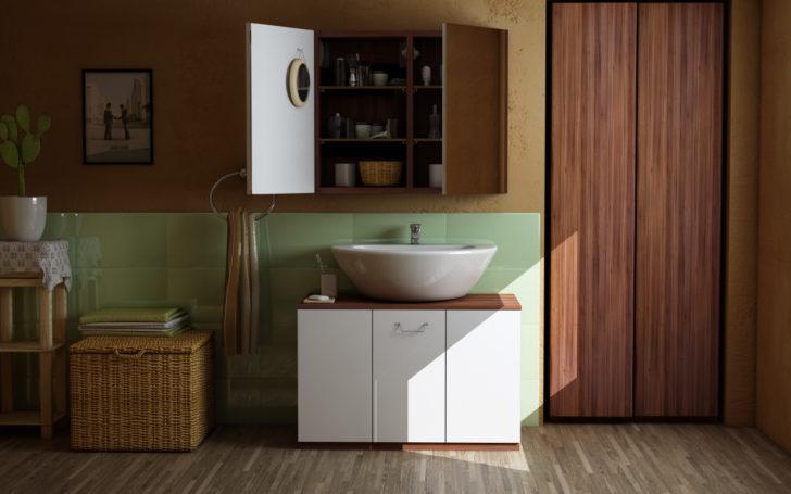 Schrank im Badezimmer in Nussbaum