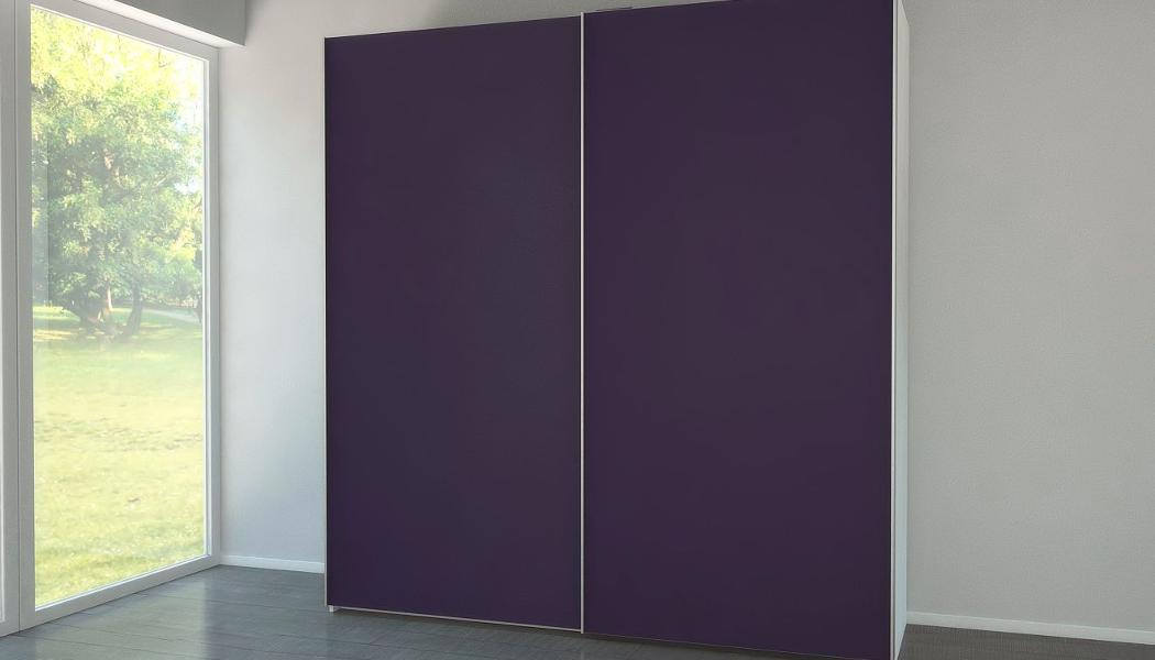 Garderobenschrank mit Schiebetüren in Aubergine | meine möbelmanufaktur